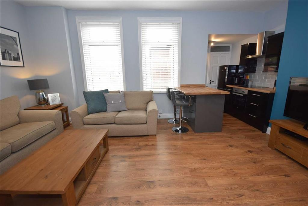 2 Bedrooms Flat for sale in St Marys Avenue, South Shields