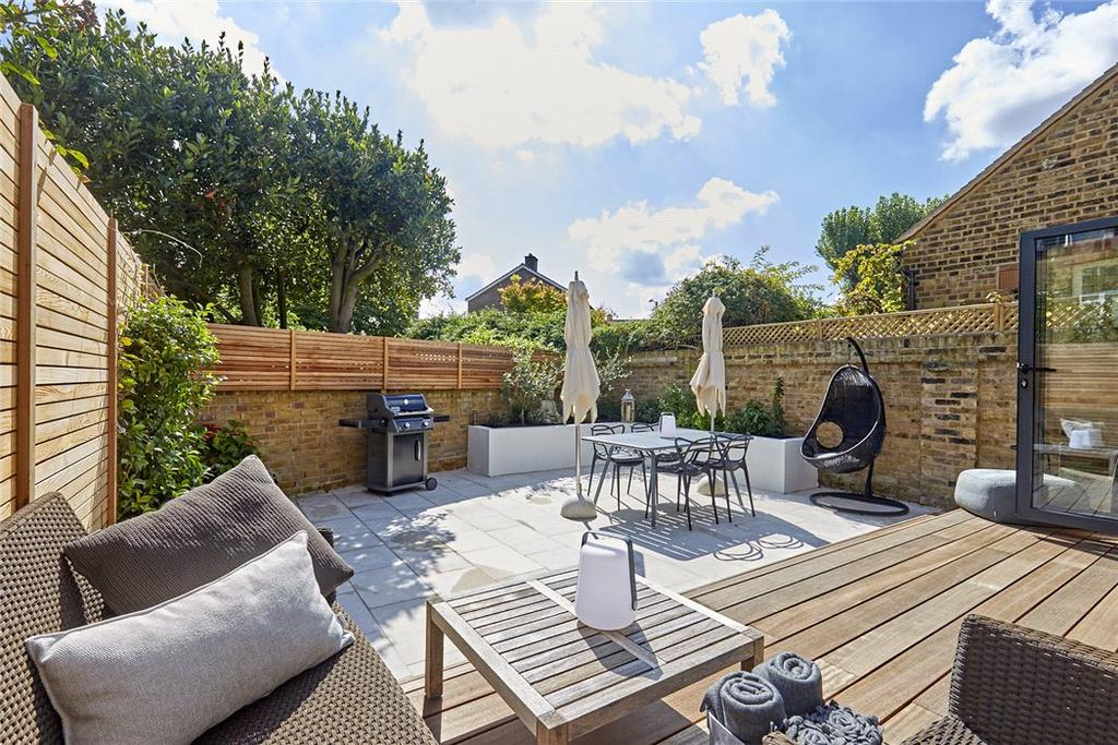 2 Bedrooms Maisonette Flat for sale in Harvard Road, Chiswick, London, W4