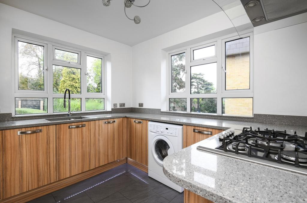 3 Bedrooms Flat for sale in Park Hill Road Bromley BR2