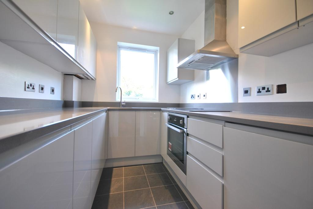 2 Bedrooms Flat for sale in Grove Park Road London SE9