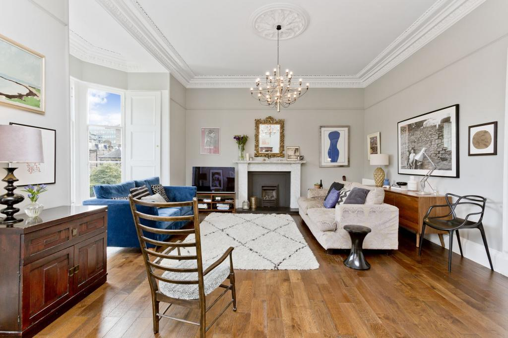 4 Bedrooms Flat for sale in Flat 2, 17 Merchiston Place, Bruntsfield, EH10 4PL