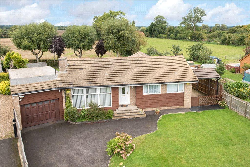 3 Bedrooms Detached Bungalow for sale in Lower Road, Stoke Mandeville, Aylesbury, Buckinghamshire