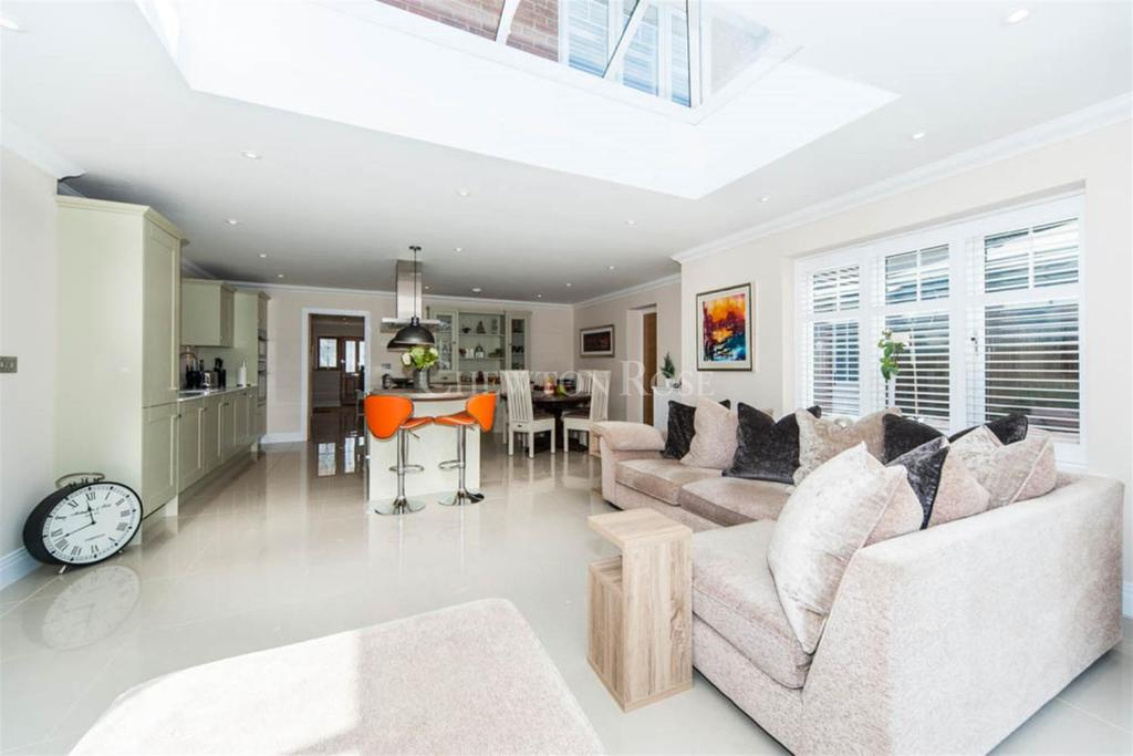 4 Bedrooms Detached House for sale in Cromwell Road, South Ascot