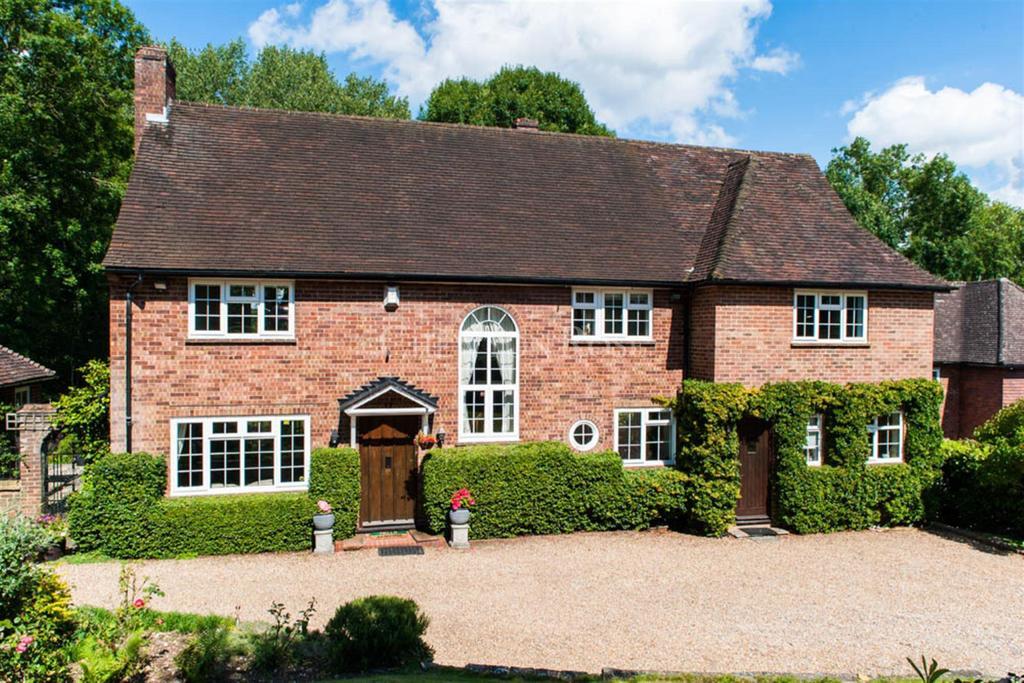 5 Bedrooms Detached House for sale in Gerrards Cross, Buckinghamshire