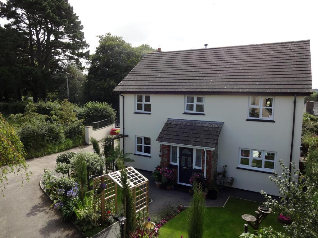 4 Bedrooms Detached House for sale in Horwood, Bideford