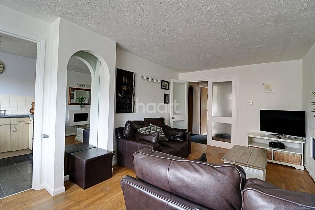 2 Bedrooms Flat for sale in Cricketers Close, Erith,DA8