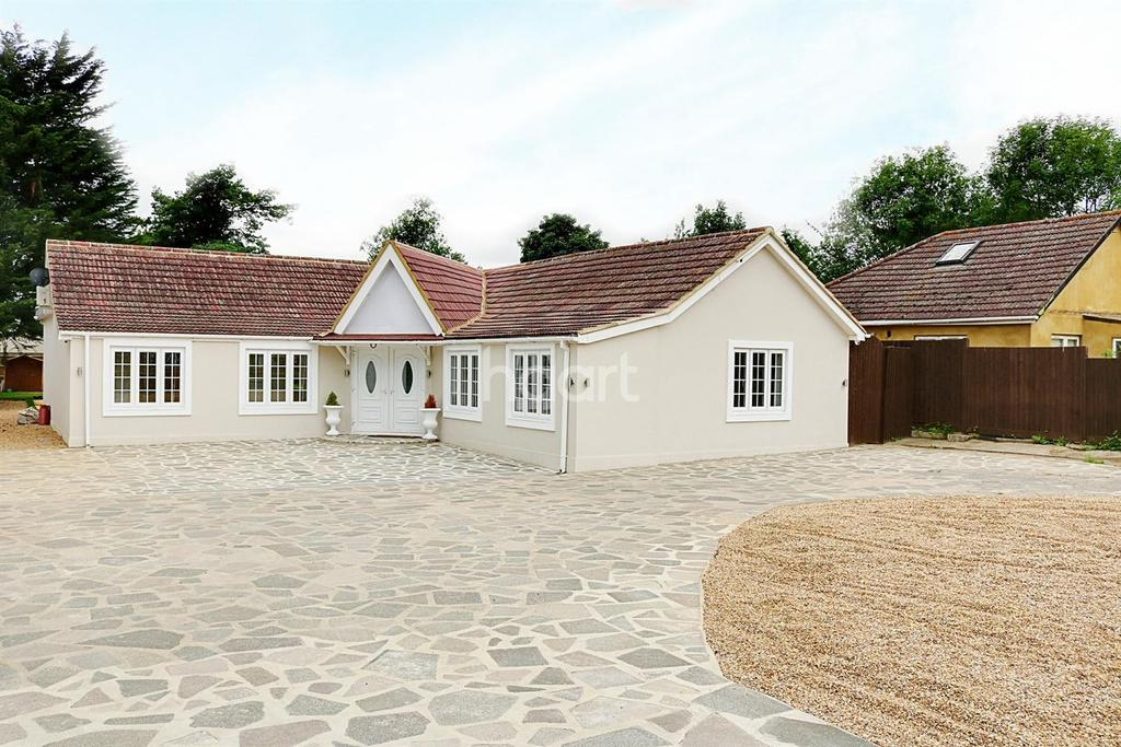 5 Bedrooms Bungalow for sale in Harlington Road, Hillingdon