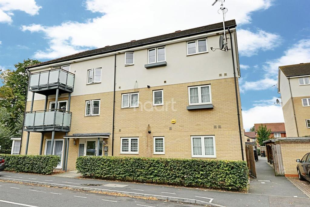 2 Bedrooms Flat for sale in Clark Grove, Seven Kings, Ilford, Essex