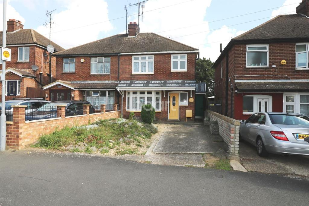 3 Bedrooms Semi Detached House for sale in Capron Road, Luton, LU4