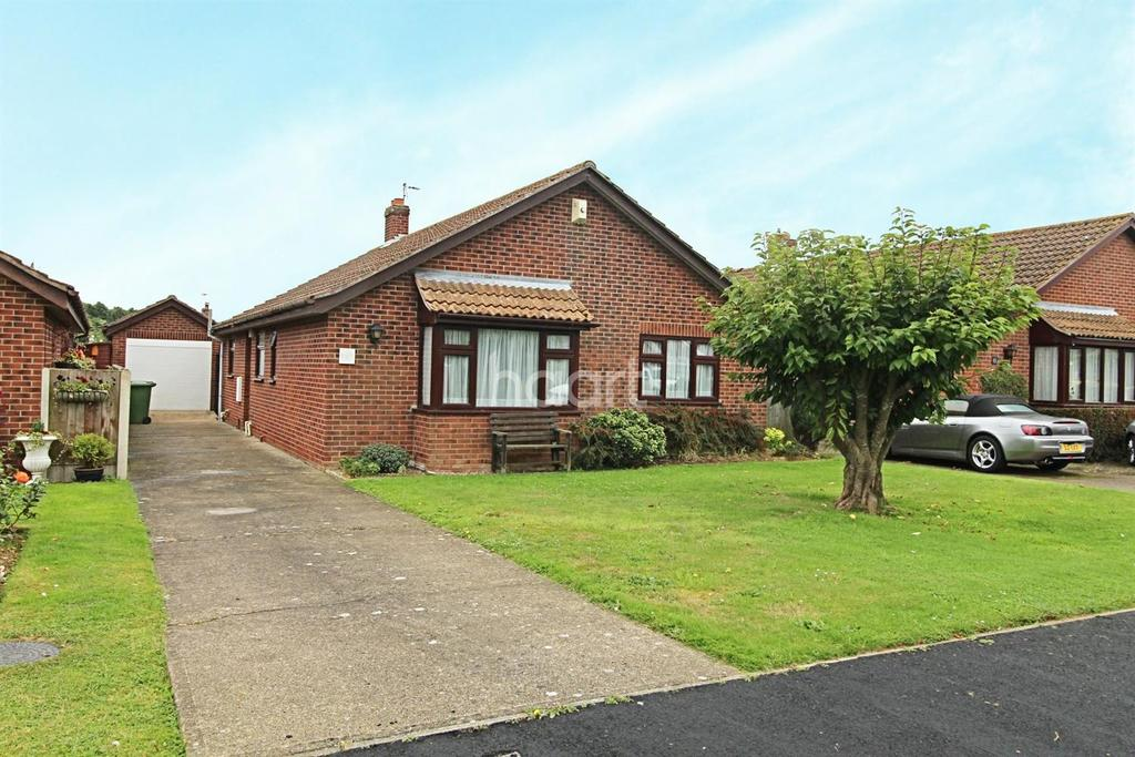 3 Bedrooms Bungalow for sale in King George Close, Rollesby