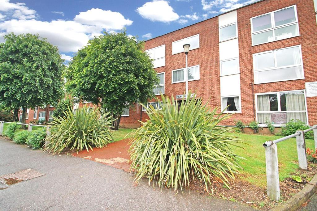 2 Bedrooms Flat for sale in Highland Court , E18