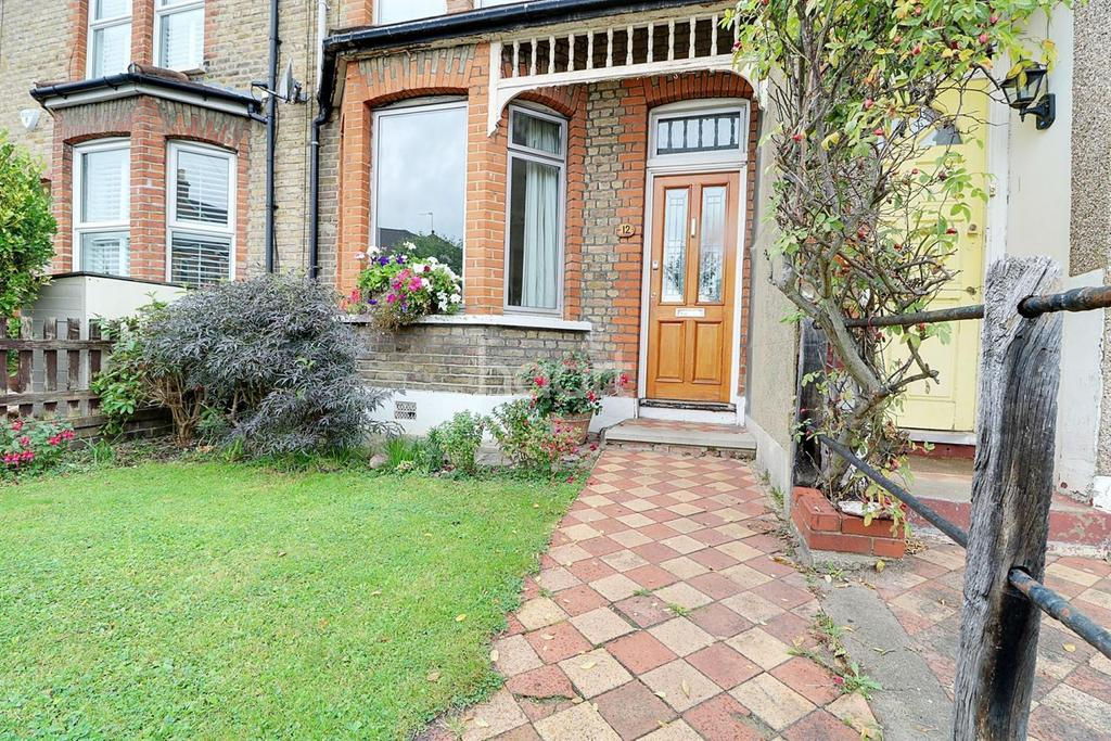 3 Bedrooms End Of Terrace House for sale in Woodville Road , E18