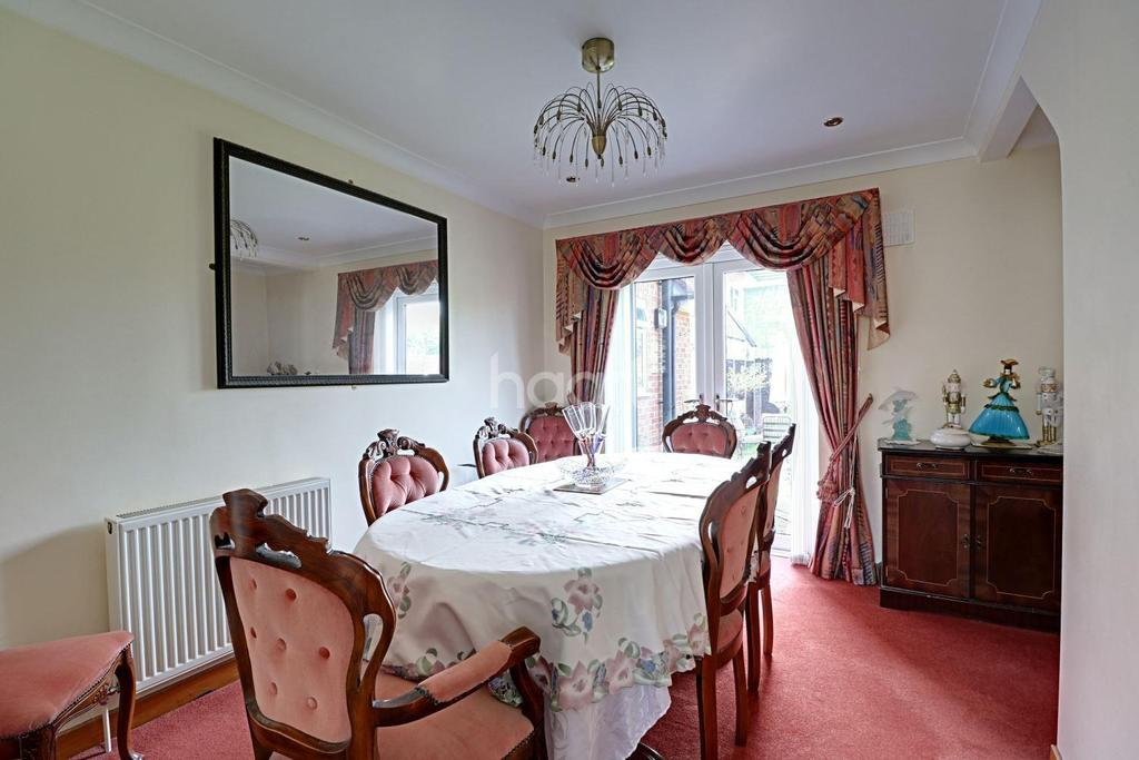 4 Bedrooms End Of Terrace House for sale in Lynton Avenue, Collier Row, Romford