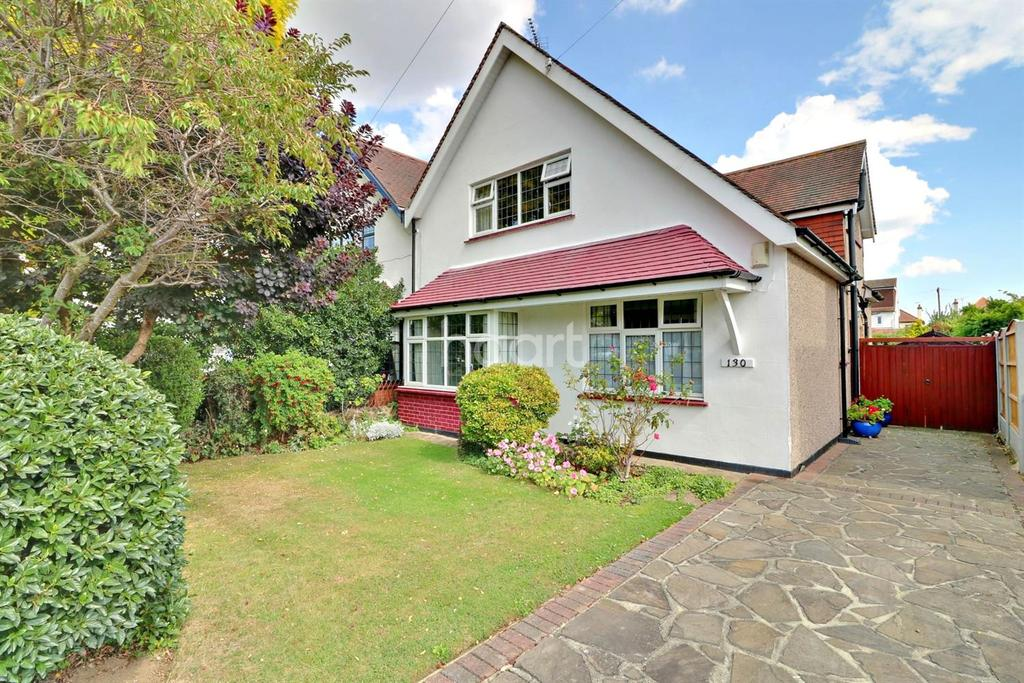 3 Bedrooms Semi Detached House for sale in St Augustines Avenue, Thorpe Bay