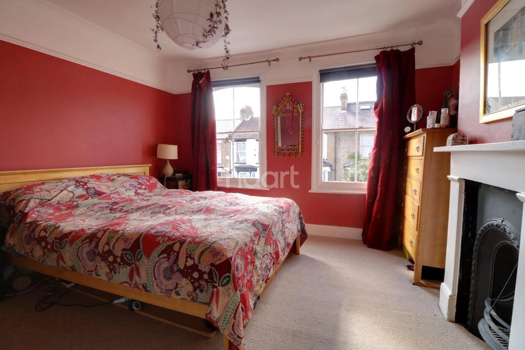 4 Bedrooms Terraced House for sale in Barclay Road, Walthamstow