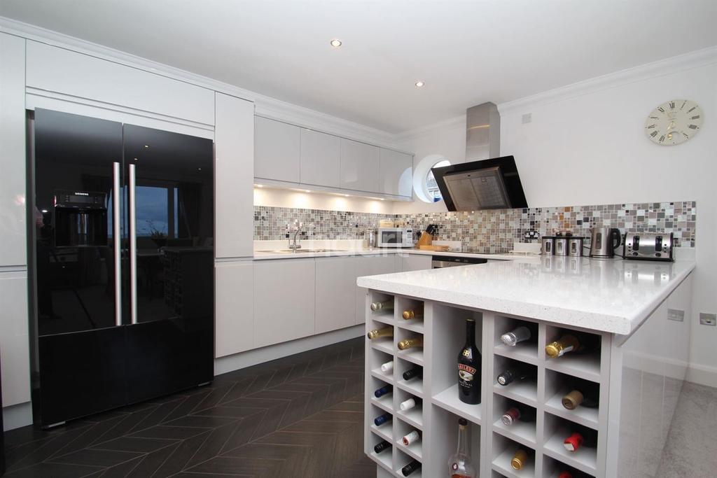 2 Bedrooms Flat for sale in Joss Gap Road, Broadstairs, CT10