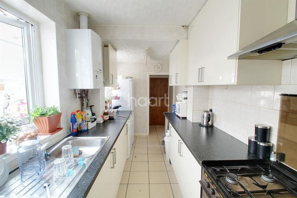 3 Bedrooms Terraced House for sale in Bourges Boulevard, Peterborough.