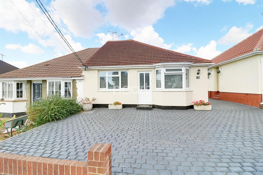 3 Bedrooms Bungalow for sale in Eastwood Rise, Leigh-On-Sea