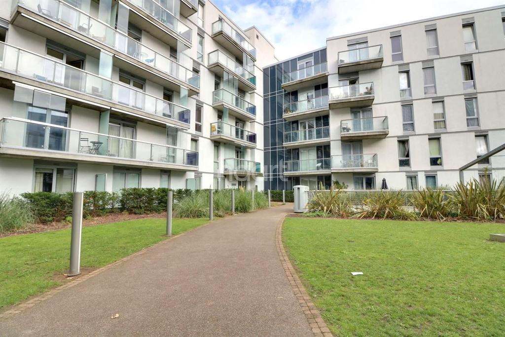 2 Bedrooms Flat for sale in Quadrant Court, Wembley Park