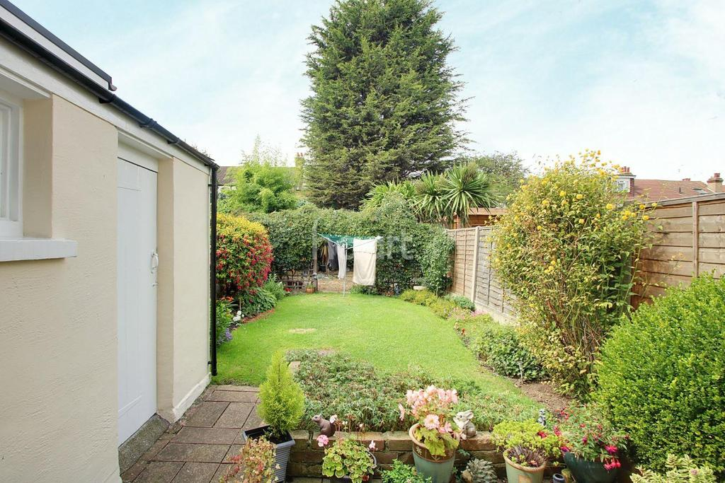 3 Bedrooms Terraced House for sale in Fleetwood Avenue