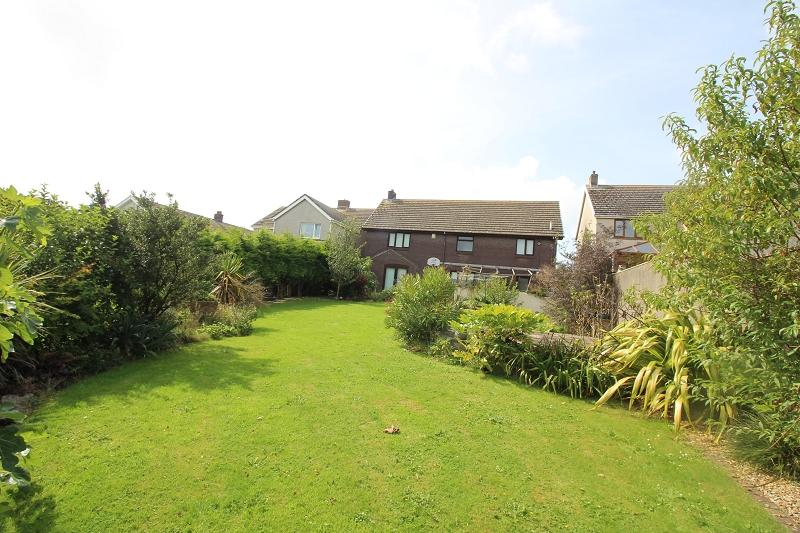 4 Bedrooms Detached House for sale in Gorsewood Drive, Hakin, Milford Haven, Pembrokeshire. SA73 3EP