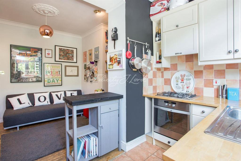 2 Bedrooms Flat for sale in Albion Road, N16