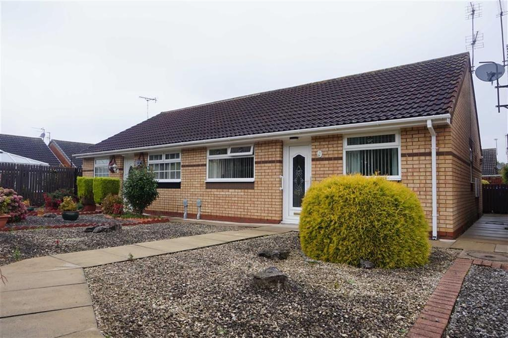 2 Bedrooms Semi Detached Bungalow for sale in Springbok Close, Summergroves Way, Hull, HU4