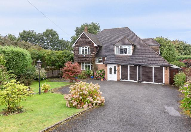 4 Bedrooms Detached House for sale in Wall Drive,Four Oaks,Sutton Coldfield