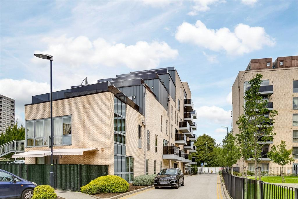 2 Bedrooms Flat for sale in Chase House, 1 Hansel Road, London