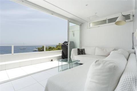 2 bedroom apartment  - South Facing Beach Front Apartment, Illettas, Mallorca