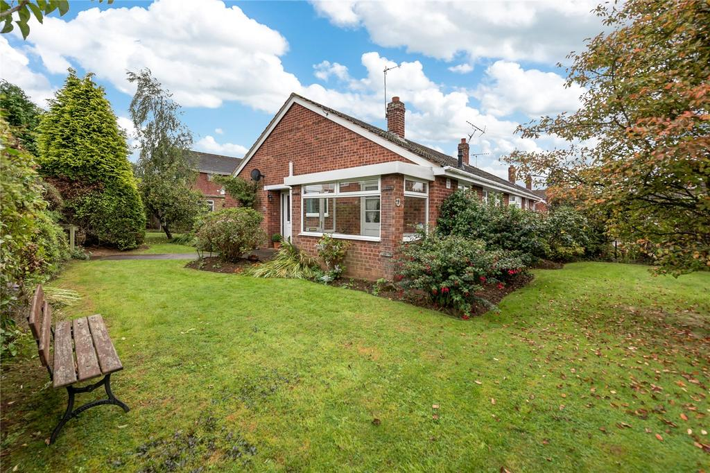 2 Bedrooms Semi Detached Bungalow for sale in Hollywood Drive, Highley, Bridgnorth, Shropshire
