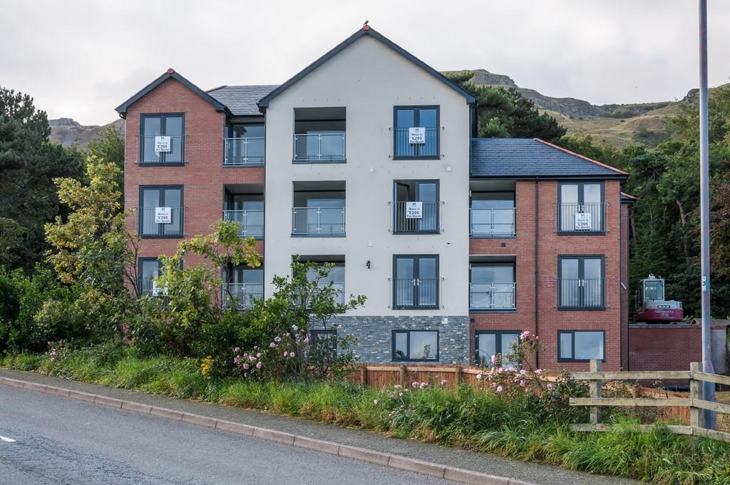 2 Bedrooms Apartment Flat for sale in Penmaenmawr, Conwy, North Wales