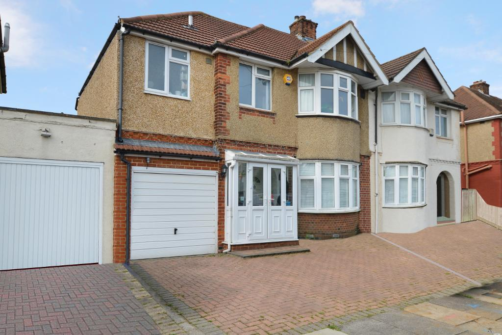 3 Bedrooms Semi Detached House for sale in Stanford Road, Round Green, Luton, LU2 0QA