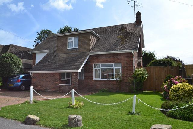 3 Bedrooms Chalet House for sale in Telgarth Road, Ferring, West Sussex, BN12 5PX
