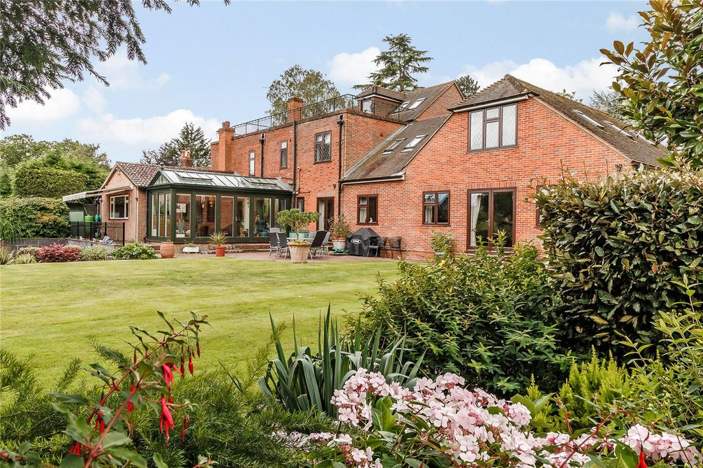 5 Bedrooms Detached House for sale in Hall Place Lane, Burchetts Green, Maidenhead, Berkshire, SL6