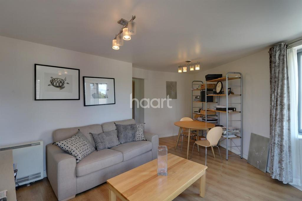2 Bedrooms Flat for sale in Lanacre Avenue, London NW9