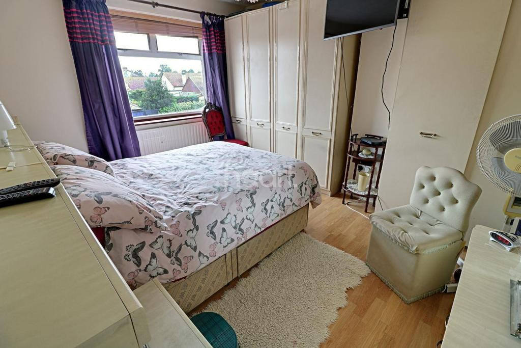 3 Bedrooms End Of Terrace House for sale in Manor Road