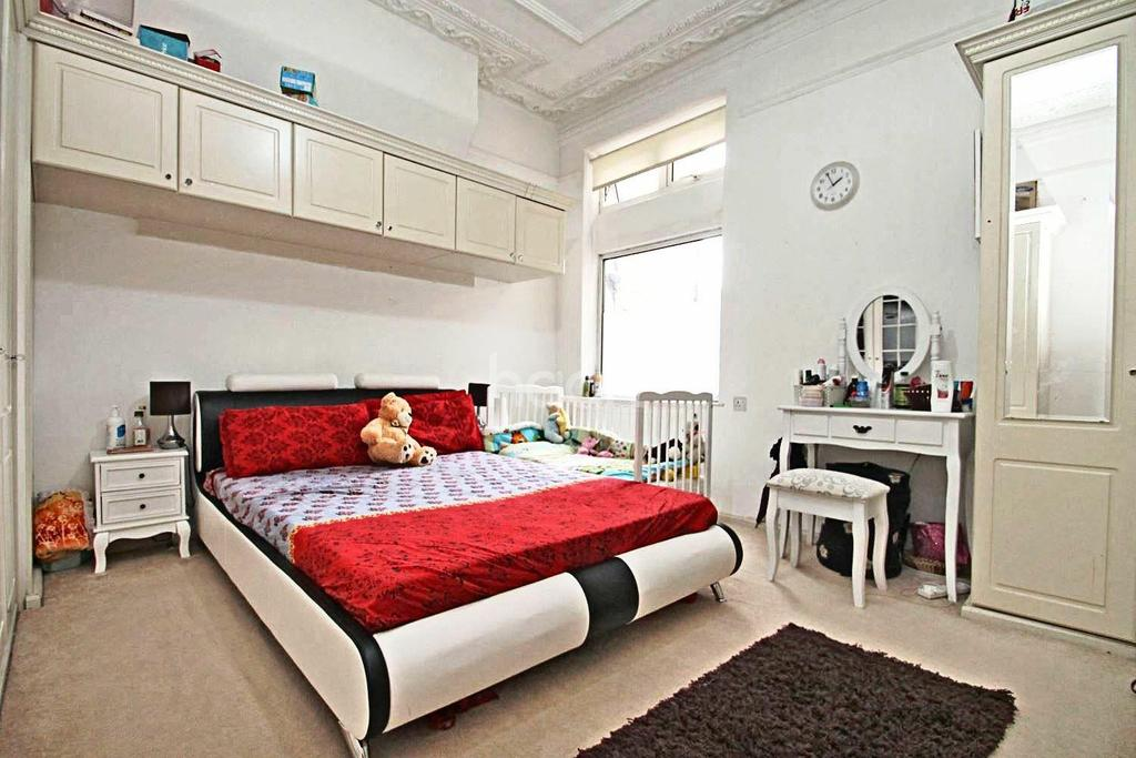 2 Bedrooms Flat for sale in High Road, Ilford, Essex