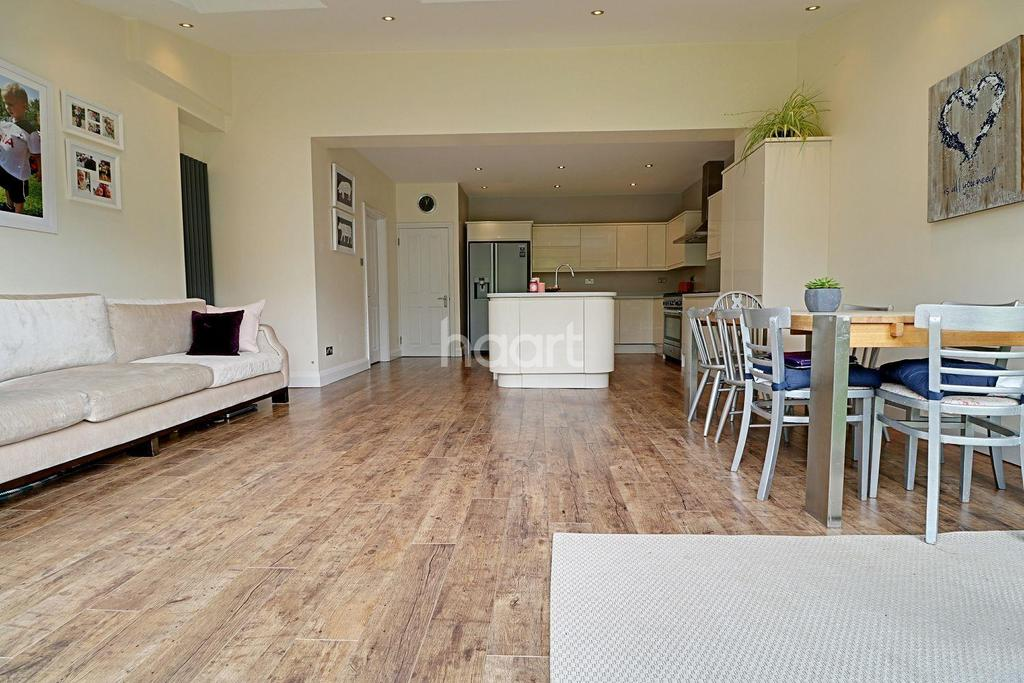 3 Bedrooms Semi Detached House for sale in Whitehall Gardens