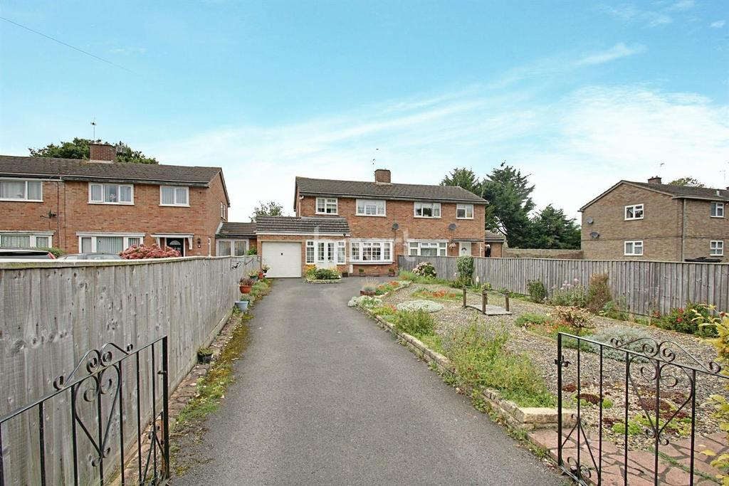 3 Bedrooms Semi Detached House for sale in Park North