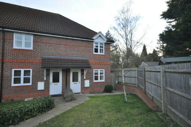 2 Bedrooms End Of Terrace House for sale in Coniston Close, Woodley, Reading,