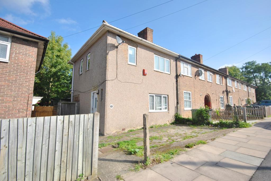 3 Bedrooms Semi Detached House for sale in Shroffold Road Bromley BR1