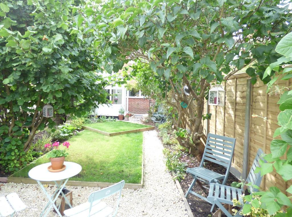 2 Bedrooms Semi Detached House for sale in Rumer Close, Long Marston, Stratford-Upon-Avon