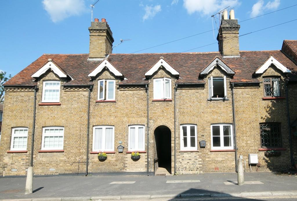 2 Bedrooms Terraced House for sale in Roydon Road, Stanstead Abbotts