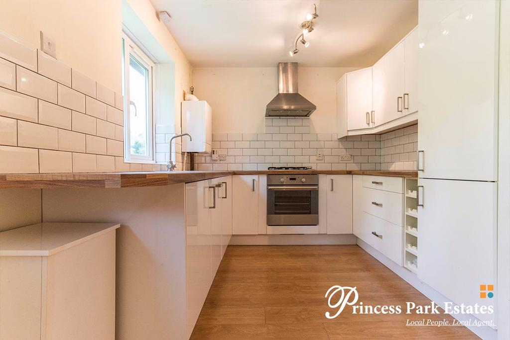 2 Bedrooms Apartment Flat for sale in Greenway Close, London N11 3NT