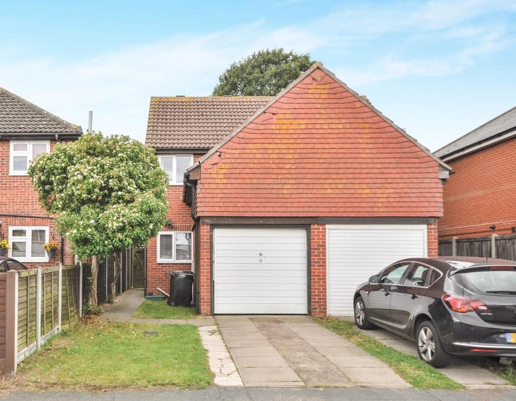 2 Bedrooms Semi Detached House for sale in Adelaide Drive, Colchester CO2 8UB