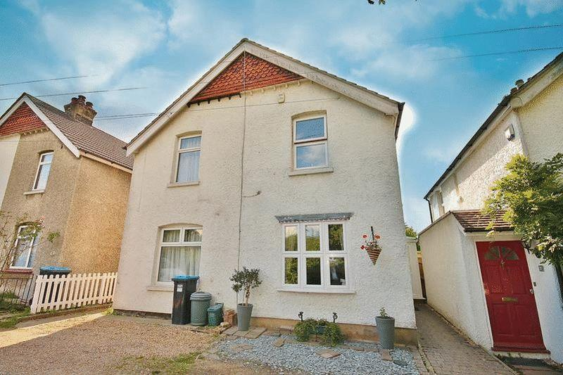 2 Bedrooms Cottage House for sale in Alexandra Avenue, Warlingham