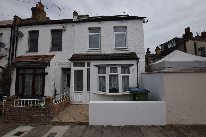 3 Bedrooms Terraced House for sale in Melling Street, Plumstead Common, SE18 2EG