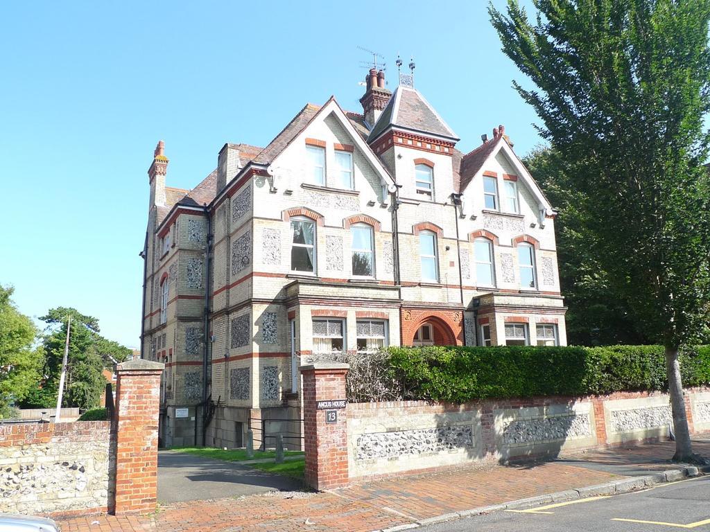 2 Bedrooms Flat for sale in Granville Road, Eastbourne, BN20
