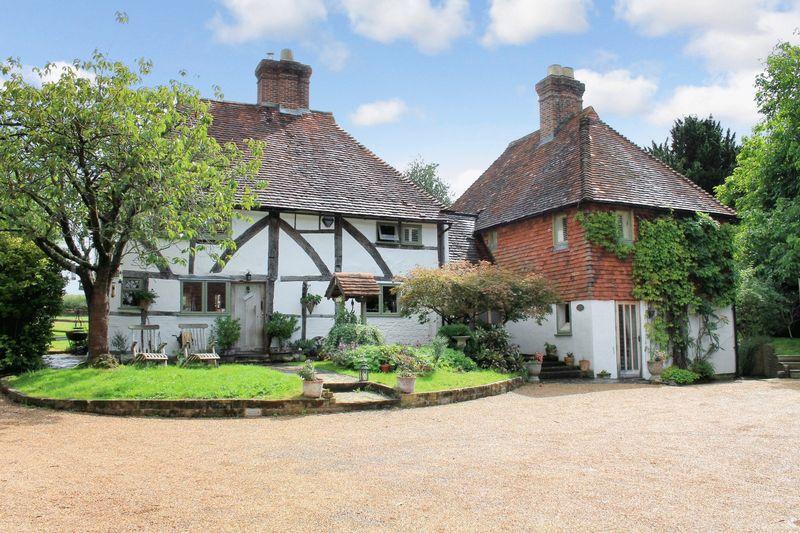 4 Bedrooms Detached House for sale in Newbridge Road, Billingshurst